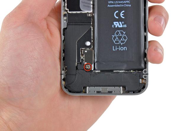 3. Задняя крышка вашего iphone 4 снята и вы получили доступ к аккумулятору.